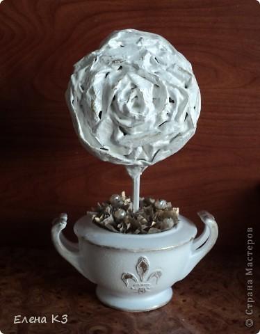 """Топиарий """"Фарфоровая роза"""". Очень много видела топиариев и в СМ в том числе. Но мне хотелось - одним цветком, а не букетом, а еще..... В общем, то что я хотела у меня получилось. А сделала я это так.... фото 18"""