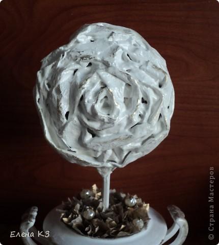 """Топиарий """"Фарфоровая роза"""". Очень много видела топиариев и в СМ в том числе. Но мне хотелось - одним цветком, а не букетом, а еще..... В общем, то что я хотела у меня получилось. А сделала я это так.... фото 19"""
