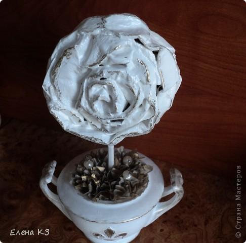 """Топиарий """"Фарфоровая роза"""". Очень много видела топиариев и в СМ в том числе. Но мне хотелось - одним цветком, а не букетом, а еще..... В общем, то что я хотела у меня получилось. А сделала я это так.... фото 21"""