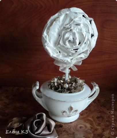 """Топиарий """"Фарфоровая роза"""". Очень много видела топиариев и в СМ в том числе. Но мне хотелось - одним цветком, а не букетом, а еще..... В общем, то что я хотела у меня получилось. А сделала я это так.... фото 1"""