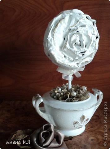 """Топиарий """"Фарфоровая роза"""". Очень много видела топиариев и в СМ в том числе. Но мне хотелось - одним цветком, а не букетом, а еще..... В общем, то что я хотела у меня получилось. А сделала я это так.... фото 24"""
