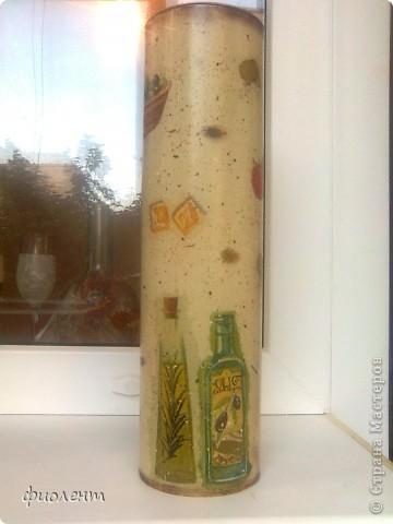 Завтра у подруги день рождения.Вдохновленная Олечкиными(Корпускула) горшочками,решила сделать ей горшочек под лаврушку,потом подумала,что один горшочек как-то сиротливо будет выглядеть и прибавила спагетницу и бутылочку под масло. фото 9