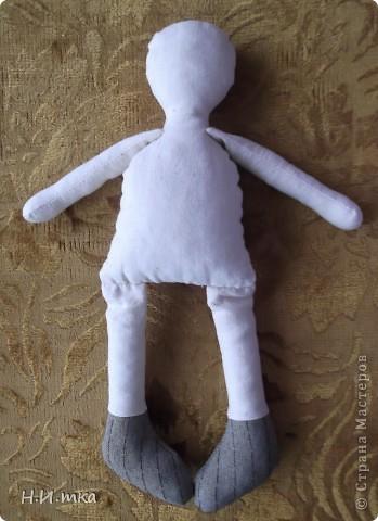 Сшила я куколку по МК  http://www.vsehobby.ru/kukla_iz_tkani.html , уж ооочень она мне понравилась. Расскажу немножко как она у меня рождалась. фото 5