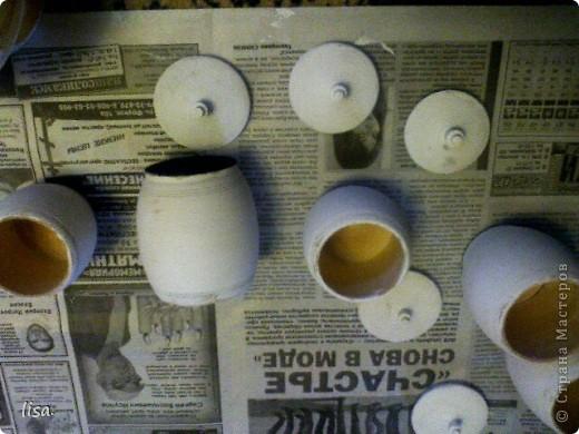Вот такие баночки мне попали в руки.Покрыла всё акриловой(белой) краской. фото 1