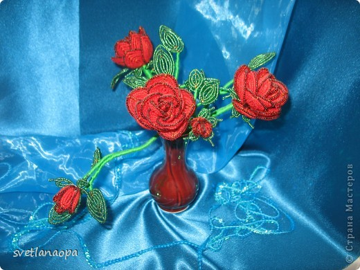 За  8 лет  сплела очень много роз  и по отдельности и в букетах.Буду загружать частями. фото 2