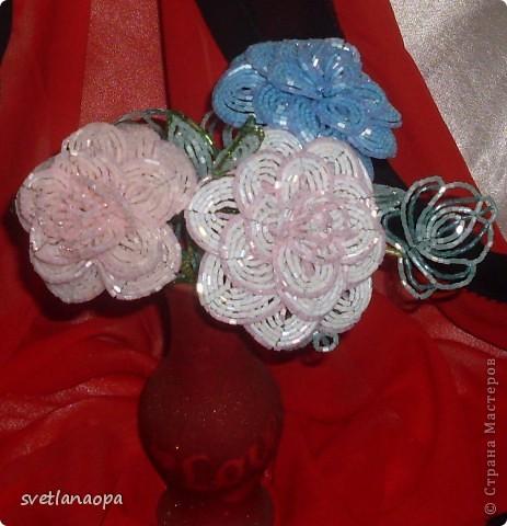 За  8 лет  сплела очень много роз  и по отдельности и в букетах.Буду загружать частями. фото 7