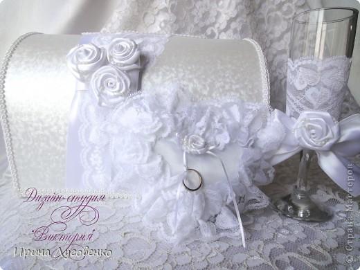 Свадебный сундучок для подарков, подушечка для колец и бокалы для молодоженов.
