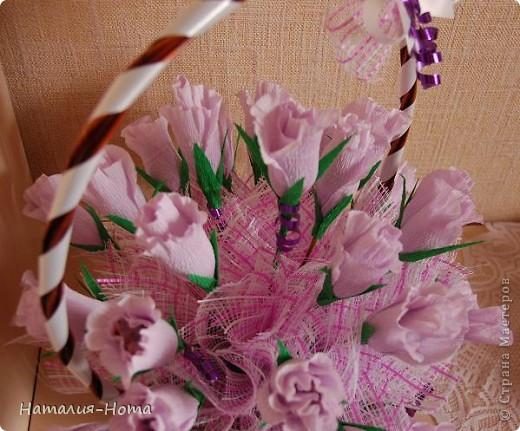 Вот такую корзинку цветов сваяла сестре на день рождения. Розы делала вот по этому МК http://stranamasterov.ru/node/354568?c=favorite  - спасибо marishka !!! просто добавила к бутону еще по 2 лепестка. фото 3