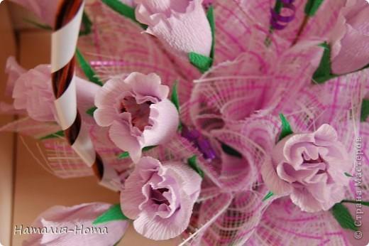 Вот такую корзинку цветов сваяла сестре на день рождения. Розы делала вот по этому МК http://stranamasterov.ru/node/354568?c=favorite  - спасибо marishka !!! просто добавила к бутону еще по 2 лепестка. фото 2