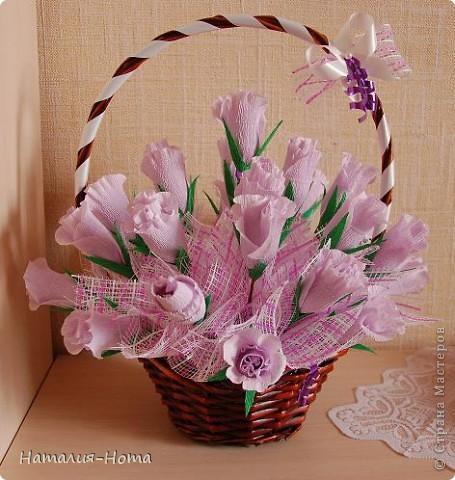 Вот такую корзинку цветов сваяла сестре на день рождения. Розы делала вот по этому МК http://stranamasterov.ru/node/354568?c=favorite  - спасибо marishka !!! просто добавила к бутону еще по 2 лепестка. фото 1