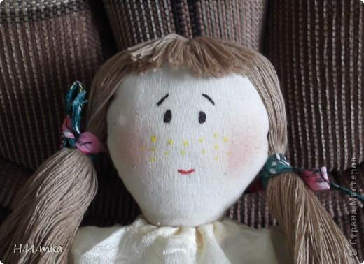 Сшила я куколку по МК  http://www.vsehobby.ru/kukla_iz_tkani.html , уж ооочень она мне понравилась. Расскажу немножко как она у меня рождалась. фото 11