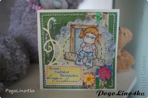 """Увидела открытку http://stranamasterov.ru/user/28190 """"Улыбнись!"""" и захотелось повторить, но так как квиллинг мне не покорился цветы я связала крючком. фото 3"""