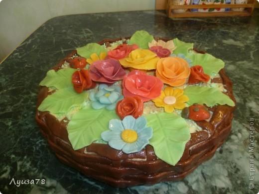 Здравствуйте дорогие жители Страны мастеров! Давно хотела сделать торт в виде корзины с цветами, да случая удобного не было, А потом я решила зачем ждать , можно испечь и просто так. Так получился этот торт. фото 2