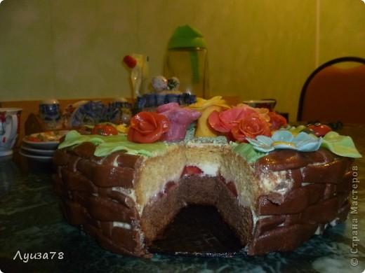 Здравствуйте дорогие жители Страны мастеров! Давно хотела сделать торт в виде корзины с цветами, да случая удобного не было, А потом я решила зачем ждать , можно испечь и просто так. Так получился этот торт. фото 3