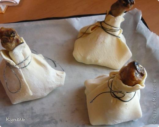 У меня сегодня день кулинарии. Предлагаю вам приготовить куриные ножки в слоеном тесте. Такое блюдо будет к столу и просто в обыденный день и на праздничном столе смотреться будет сногшибательно! фото 5