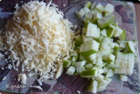 Дорогие мастерицы. Хочу сегодня кулинарный день закрыть отбивными. Отбивными, да не простыми, а с начинкой из яблок и сыра. Готовый продукт замоталась и забыла сфоткать, поэтому первой фотографией является предпоследняя стадия готовки. фото 3