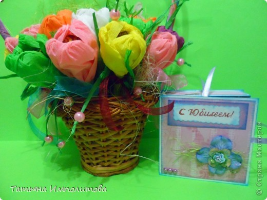 """Первый раз в жизни сделала """"сладкую корзиночку"""". Время на раздумья было не очень много и я остановила свой выбор цветов на мк Татьяны Николаевны,тем более,что подобные цветы я уже делала фото 5"""
