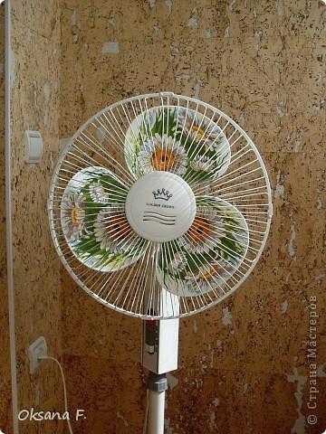 Подглядела идею декорирования в инете, и вот такой старенький вентилятор теперь у меня есть. фото 2