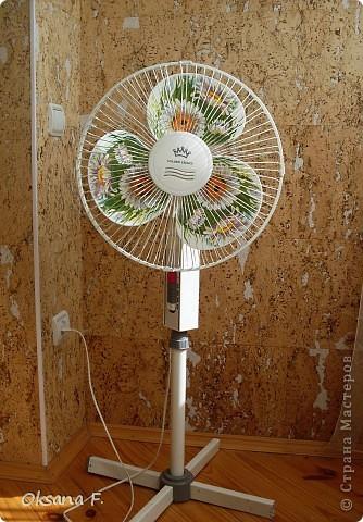 Подглядела идею декорирования в инете, и вот такой старенький вентилятор теперь у меня есть. фото 1