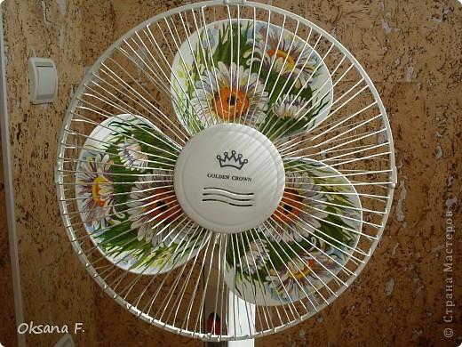 Подглядела идею декорирования в инете, и вот такой старенький вентилятор теперь у меня есть. фото 3