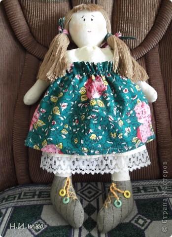Сшила я куколку по МК  http://www.vsehobby.ru/kukla_iz_tkani.html , уж ооочень она мне понравилась. Расскажу немножко как она у меня рождалась. фото 1