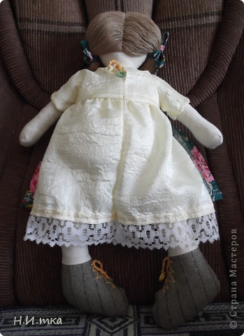 Сшила я куколку по МК  http://www.vsehobby.ru/kukla_iz_tkani.html , уж ооочень она мне понравилась. Расскажу немножко как она у меня рождалась. фото 10