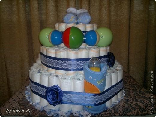 Тортик из подгузников в подарок любимой племяннице к рождению сыночка))) фото 2