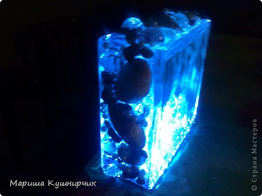 Для изготовления этого чуда мне понадобился стеклоблок.светодиоды с розеткой,фольга,горячий пистолет фото 7