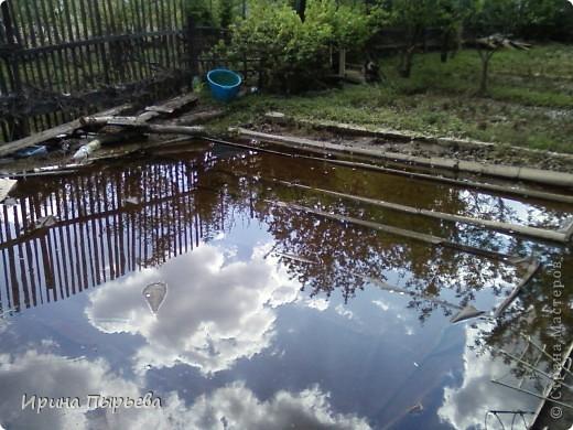 Ну вот мы и дождались!Вода сошла!!!Затопило нас 30 апреля,проехать мы смогли только 20 мая,автобусы правда пустили накануне 19...Присмотритесь,на стекле полоса-вода стояла на этом уровне больше двух недель.... фото 3