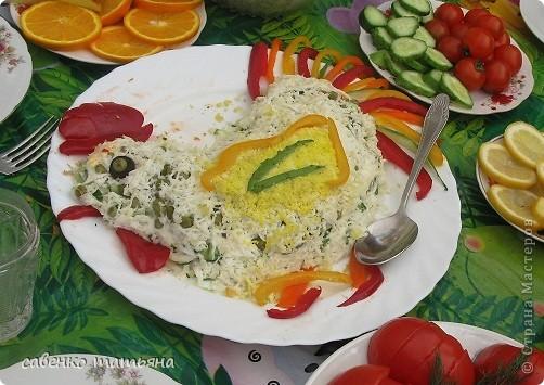 ко дню рождения сына решила подойти творчески. салаты все примитивные, но симпатичные.  фото 1