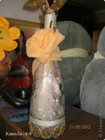 Это моя первая бутылочка отдекорированная. Сделанна на день рождение по заказу. Конечно не чего сверхестественного, но она приобразилась теперь служит вазочкой для цветка. фото 1