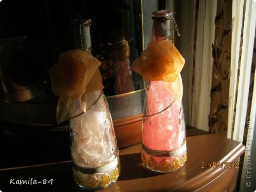 Это моя первая бутылочка отдекорированная. Сделанна на день рождение по заказу. Конечно не чего сверхестественного, но она приобразилась теперь служит вазочкой для цветка. фото 5