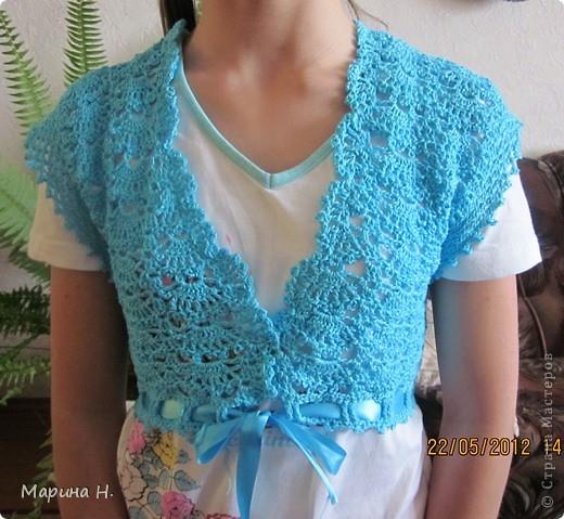 Вот такое болеро я связала для старшей дочки. За основу брала описание здесь - http://www.vjazali.ru/crochet/malenkoe-bolero-vyazanoe-kryuchkom-229.html . Правда, по ходу пришлось слегка импровизировать. фото 1