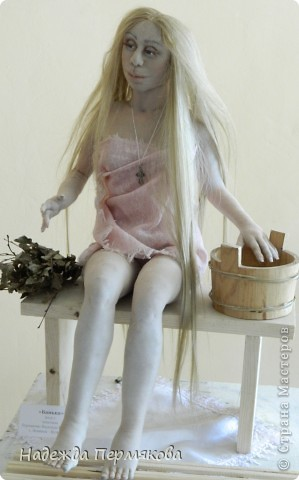 Текстильная кукла,   сверху капрон, внутри проволочный каркас, размер куклы сидя 50 см.