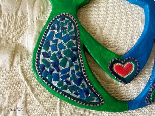 Ето мой дебют со яичной скорлупой. Жаль но фото неотражает настоящего вида. Орнамент покрашен блестящими красками - зелённой, синей и серебристой. Точки -контур фиолетовый. фото 3