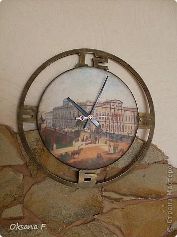 Эти часы делала на заказ. Одним из условий было наличие изображения Аничкова моста в Питере. фото 5