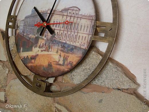 Эти часы делала на заказ. Одним из условий было наличие изображения Аничкова моста в Питере. фото 3
