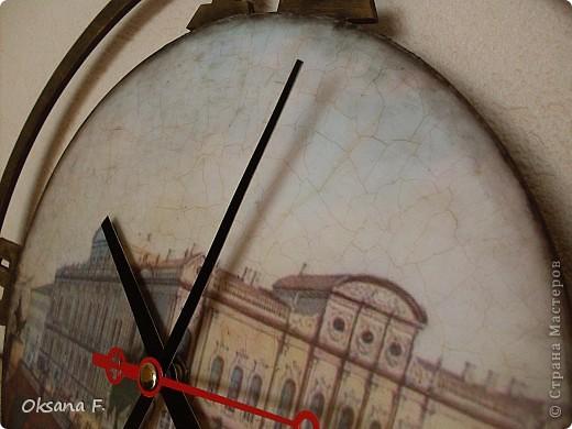Эти часы делала на заказ. Одним из условий было наличие изображения Аничкова моста в Питере. фото 4