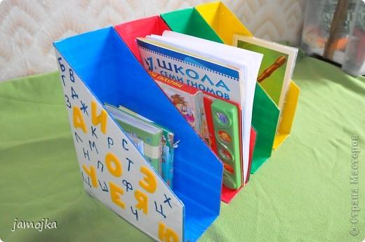 Идея пришла когда в очередной раз прибирала книжки после прочтения с сыном, получилось даже 3 в 1, и порядок и цвета и буквы, все постепенно изучаем. фото 1
