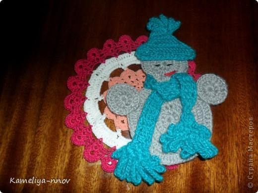 Вязаный снеговик. Украшение на ёлку фото 1
