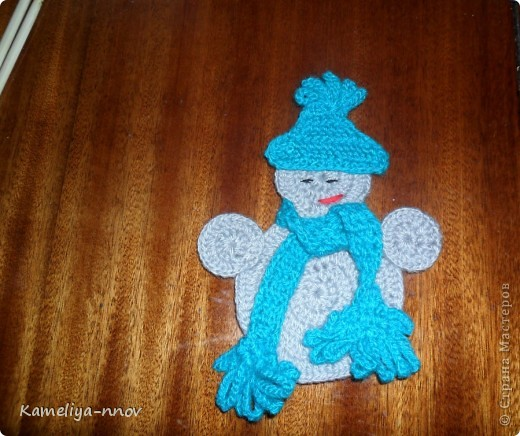 Вязаный снеговик. Украшение на ёлку фото 2