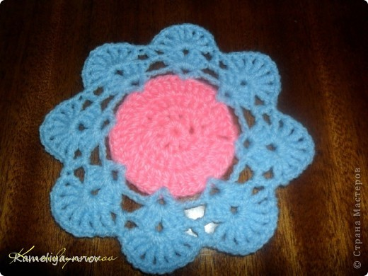 Мини-салфетка к мини-вазочке с цветами
