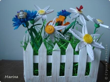 Всем здравствуйте! Очень мне понравились заборчики с цветами у  Витапро http://stranamasterov.ru/user/98067. Подвернулся и повод (день рождения у свекрови). Вот что из этого получилось. фото 2
