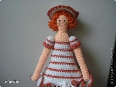 Всем здравствуйте! Большинство шьют Тильд, а я пока вяжу (хотя похвастаюсь: подарили мне на др швейную машинку, так что обязательно попробую сшить ). Вот толстушечка по МК Алоны (сайт http://orangeknitting.ru/) фото 2
