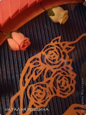 вот так решила оформить первую свою вырезалочку, заодно и попробовала сделать рамочку из модульного оригами, спасибо за мк рамочки Динаше http://stranamasterov.ru/node/266071?c=favorite фото 4