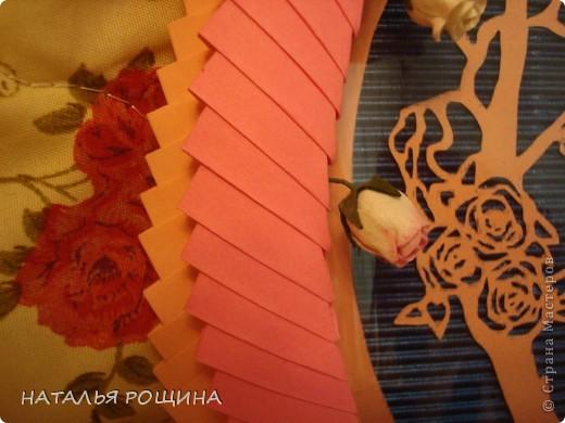вот так решила оформить первую свою вырезалочку, заодно и попробовала сделать рамочку из модульного оригами, спасибо за мк рамочки Динаше http://stranamasterov.ru/node/266071?c=favorite фото 6