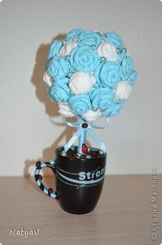 Деревце из салфеточных розочек, и бусин...а в кружечке кофе для приятного аромата... Делалось в дополнение вот к этот шоколаднице... http://stranamasterov.ru/node/362688 Нашему педагогу очень понравился подарок!!!))) фото 1