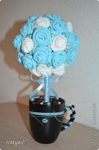 Деревце из салфеточных розочек, и бусин...а в кружечке кофе для приятного аромата... Делалось в дополнение вот к этот шоколаднице... http://stranamasterov.ru/node/362688 Нашему педагогу очень понравился подарок!!!))) фото 3