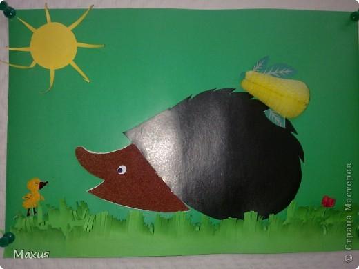 Трудяга ежик. В работе использован картон для детского творчества, бархатная бумага. Груша - это украшение с палочки для декорирования коктейлей. фото 1