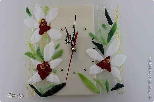 """Часы выполненные из стекла в технике фьюзинг """"Ирис"""" фото 2"""